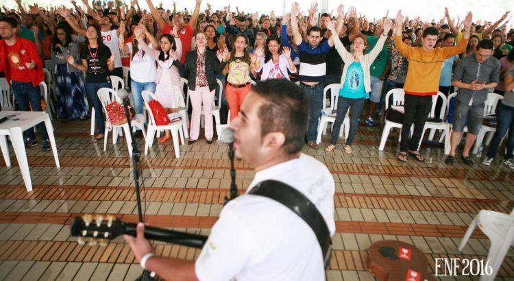 músico de grupo de oração