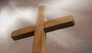 Jesus morreu a nossa morte, a fim de que vivamos a Sua vida. O anúncio do Tríduo Pascal faz tremer as estruturas da cultura vigente, baseada na morte e na desesperança.
